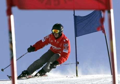 <p>Schumacher costuma andar de esqui - na foto, alemão esquia em 2005</p>