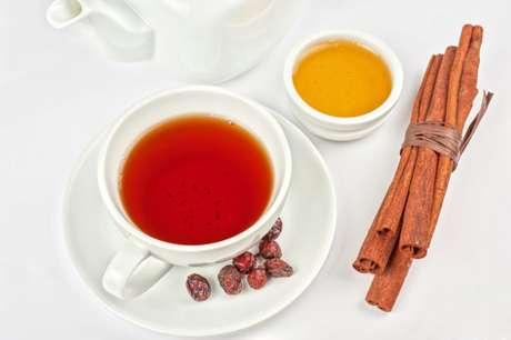 <p>Chás de canela, gengibre e menta ajudam a aliviar a sensação de inchaço</p>