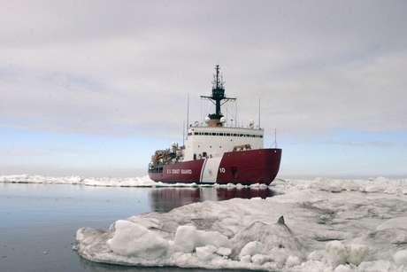 Polar Star, embarcação americana que ajudará a resgatar navio russo e quebra-gelo chinês