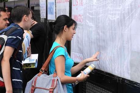 O ProUni oferece bolsas de estudos integrais e parciais em instituições particulares de educação superior com base nas notas do Enem