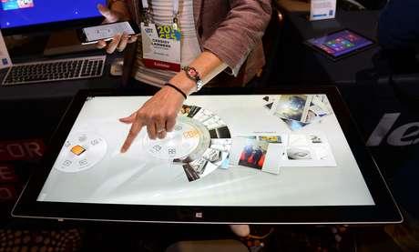 A CES, maior feira de eletrônicos de consumo do mundo, começa oficialmente somente na terça-feira, mas as fabricantes já começaram a mostrar suas novidades em Las Vegas