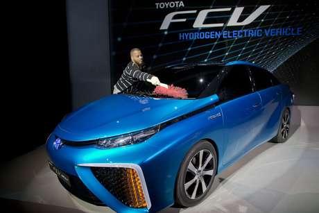 O automóvel de quatro lugares chamado de FCV (fuel cell vehicle) tem autonomia de quase 500 km e pode ser recarregado com hidrogênio gaseificado em dois tanques de alta pressão em apenas três minutos