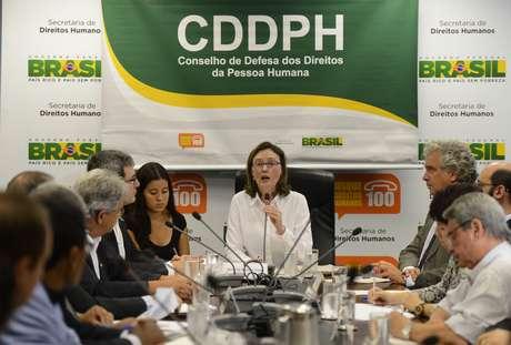 <p>A ministra dos Direitos Humanos, Maria do Rosário, na reunião extraordinária do Conselho</p>
