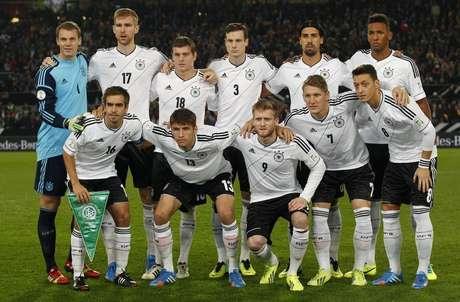 e392759126ea8 Seleção de futebol da Alemanha posa para foto antes de partida contra  Irlanda pelas eliminatórias para
