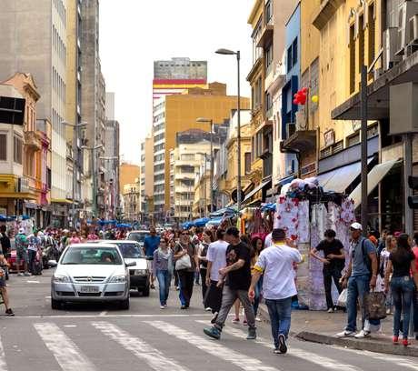 Segundo estudo da FGV, a economia informal deve ter representado mais de R$ 760 bilhões em 2013. Alguns comerciantes mantêm negócios não regularizados com produtos importados