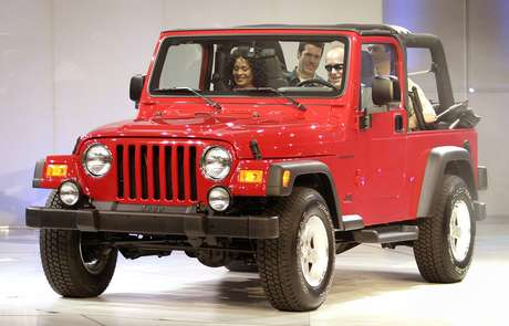 chrysler faz recall do jeep wrangler por falha no retrovisor. Black Bedroom Furniture Sets. Home Design Ideas