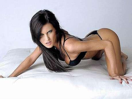 Mulher do atacante argentino Mauro Zárate (ex-Lazio e Inter de Milão, atualmente no Vélez Sarsfield), a modelo Natalie Weber lidera a pesquisa do jornal espanhol Sport, que procura a mulher mais sexy do mundo do futebol