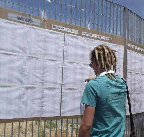 Os candidatos que disputam a segunda fase do vestibular da Universidade Estadual de Campinas (Unicamp) enfrentaram muito sol e calor neste domingo