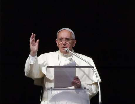 <p>Papa Francisco discursa para fieis</p>