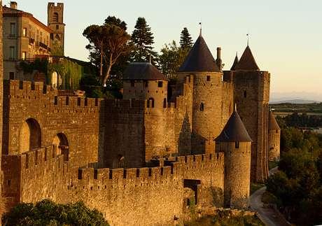A pequena cidade de Carcassonne existe desde o século 1 a.C.