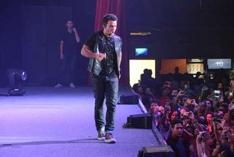 <p>Anderson Di Rizzi, o interprete de Carlito, da novela <em>Amor à Vida</em>, gravou na noite de domingo (19), na casa de show Barra Music, no Rio de Janeiro, uma apresentação de seu personagem, o MC Delícia.</p>