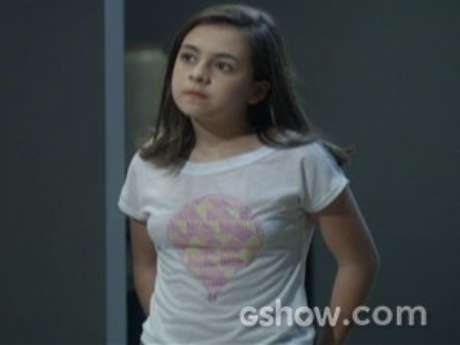 <p>Paulinha (Klara Castanho) quer saber por que seu tio Félix (Mateus Solano) não gosta dela</p>