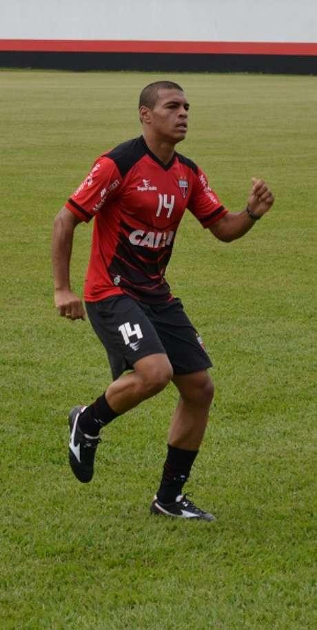 Mateus Caramelo fará sua estreia com a camisa do Atlético-GO