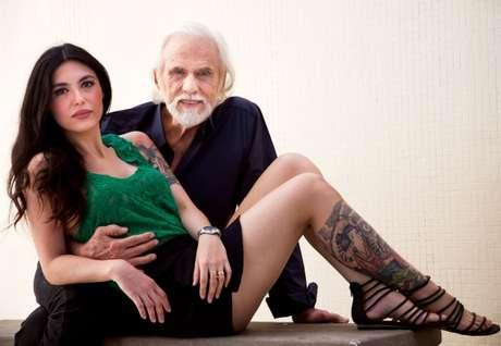 <p>Francisco Cuoco, 80 anos, namora Thaís Almeida, 27</p>