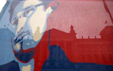 <p>Bandeira de Snowden em frente ao Reichstag, câmara dos deputados da Alemanha (imagem de arquivo)</p>