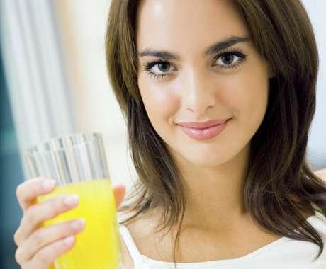<p>Suco tem benefícios, mas em excesso traz problemas parecidos com os do refrigerante</p>