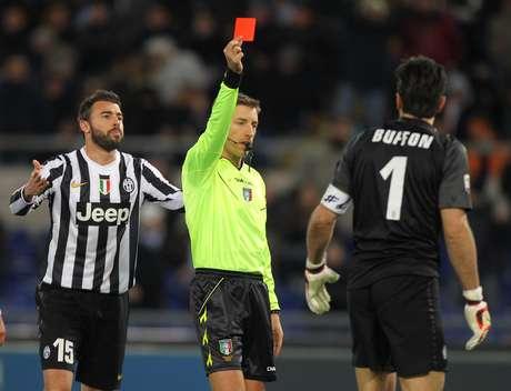 Buffon cometeu pênalti, foi expulso e deixou a Juventus com um a menos