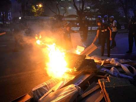 <p>Protesto em São Paulo terminou em tumulto e com mais de 100 detidos em São Paulo</p>