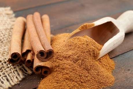 Canela ajuda a controlar a compulsão por doces, alimentos que integram o grupo de carboidratos com alto índice glicêmico, conhecido como vilão da boa forma