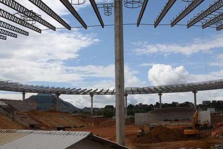 Casa de Camarões antes da Copa, o Estádio Kleber Andrade, em Vitória, passa por reformas para receber a seleção africana