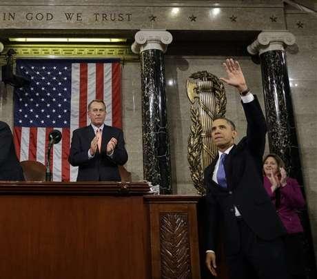 <p>El presidente Barack Obama saluda,y el presidente de la Cámara de Representantes, Joyn Boehner, aplaude, después de que el mandatario rindiera su discurso del Estado de la Unión, el 12 de febrero de 2013.</p>
