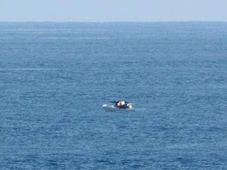 <p>El mexicano llevaba tan sólo un calzoncillo en andrajos, afirma que salió de México rumbo a El Salvador en septiembre de 2012 con un compañero que murió en el mar hace ya varios meses.</p>