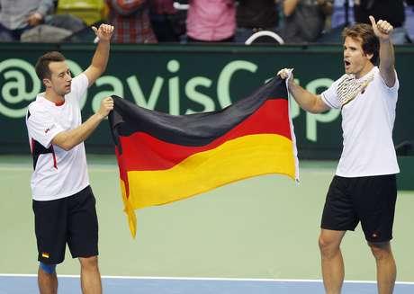 <p>Kohlschreiber e Haas comemoram importante vitória da Alemanha</p>