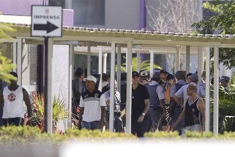 <p>Policiais afirmaram que não foram informados sobre agressões durante presença de torcedores noCentro de Treinamento do Corinthians</p>