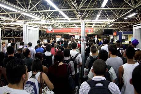 Passageiros enfrentaram  dificuldades para entrar na estação Carrão do Metrô