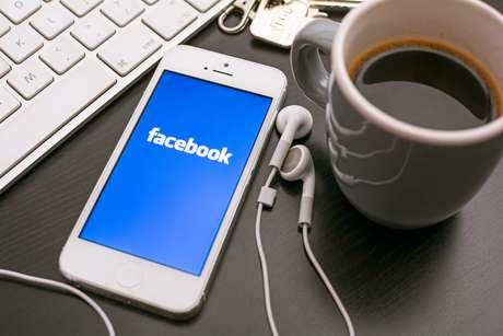 Em 2013, o Facebook teve um faturamento de US$ 7,87 bilhões e atingiu a marca de 1,23 bilhão de usuários ativos  dos quais 83 milhões vivem no Brasil. Esta multidão posta diariamente nada menos que 4,75 bilhões de publicações, incluindo informações, links ou fotos