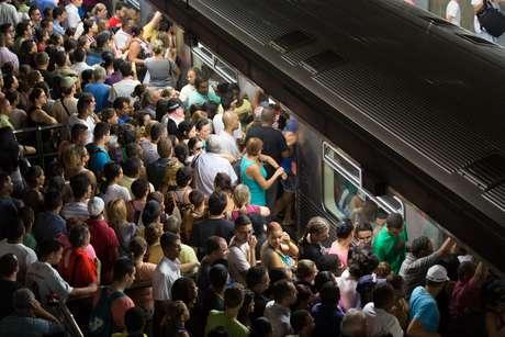 Estação da Sé ficou lotada por conta da falha em um trem na Linha 3-Vermelha do Metrô de São Paulo