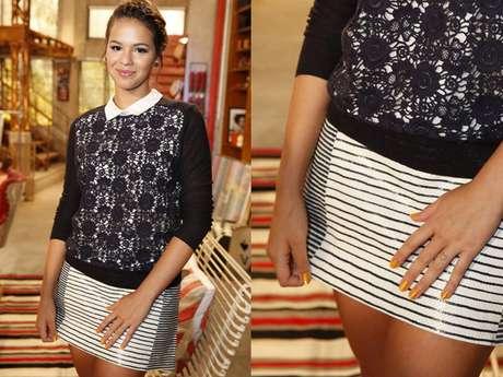 <p>Bruna Marquezine apostou em unhas amarelas para acompanhar modelito preto e branco</p>