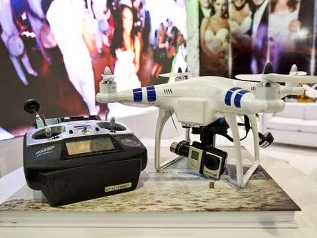 <p>O Expo Noivas levou a tecnologia dos drones para a feira. O aparelho custa a partir de R$ 1.500</p>