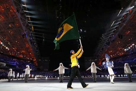 Jaqueline Mourão é a porta-bandeira do Brasil