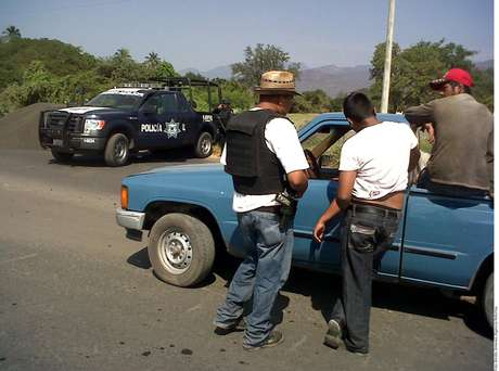 <p>Magaña Pantoja fue uno de los 14 detenidos ayer, tras la entrada de las autodefensas a la ciudad de Apatzingán.</p>