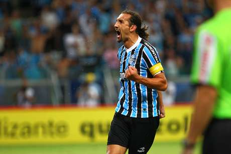 <p>P&ecirc;nalti duvidoso cobrado por Barcos foi bastante questionado pelos jogadores do Inter</p>