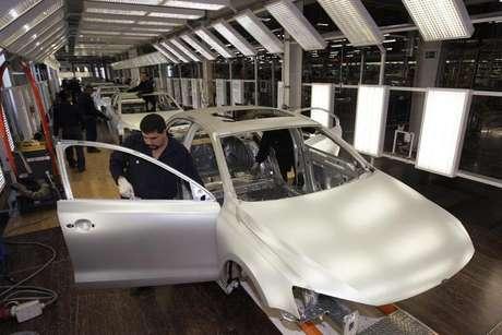 <p>Com vendas menores, montadoras reduzem o ritmo de produção no Brasil</p>