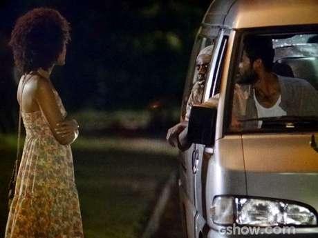 Neidinha (Jessica Barbosa) entra em uma van com três homens