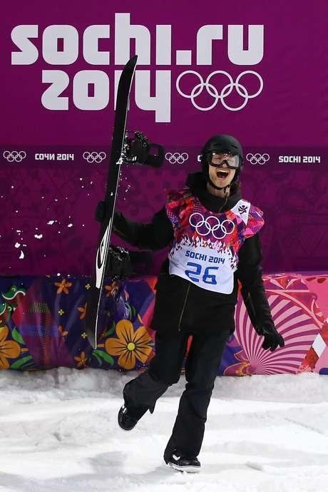 <p>Iouri Podladtchikov surpreendeu e levou ouro no snowboard</p>