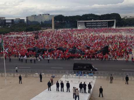 <p>Manifestação doMSTacabou em confronto com a Polícia Militar em Brasília</p>