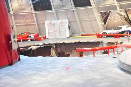 Oito Corvettes foram sugados por um enorme buraco no Museu Nacional do Corvette