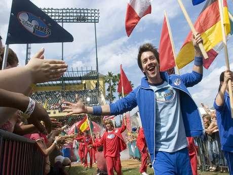 <p>Roger González es un apasionado de los deportes y le pondrá su toque a las entrevistas con sus invitados en 'Por la Banda'.</p>