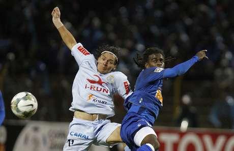 <p>Tinga sofreu com torcedores peruanos, que imitaram um macaco</p>