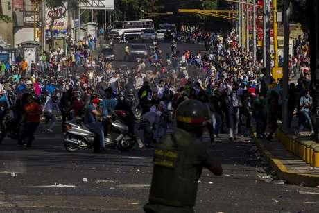 <p>Três pessoas morreram, 23 ficaram feridas e 25 foram detidas durante as manifestações que foram contidas por forças de segurança</p>