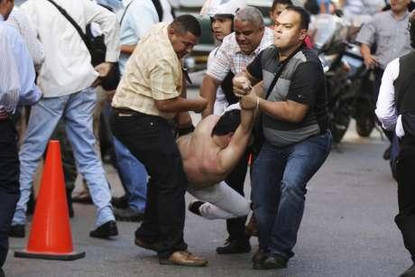 Protestos de oposição acontecem na Venezuela. Três mortos e feridos no pior distúrbio no país desde os protestos do ano passado