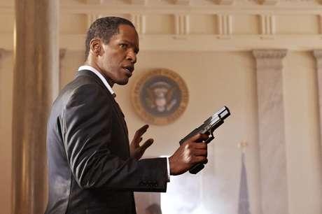 <p>Jamie Foxx hace el papel del Presidente Sawyer en 'White House Down'. La cinta de acción trata de cómo un policía salva al presidente y su familia de un grupo de paramilitares que llegan a invadir La Casa Blanca.</p>