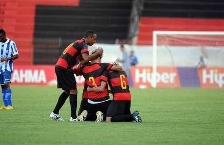 Sport comemora gol diante do CSA