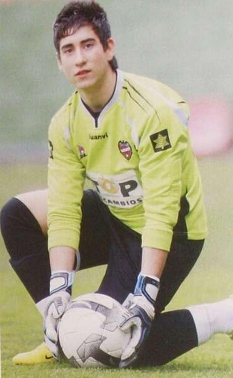 <p>Manu de la Paz era goleiro das categorias de base do Levante, da Espanha</p>