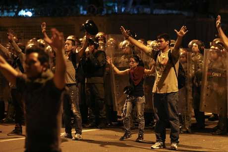 Estudantes protestam contra o governo de Maduro, em Caracas