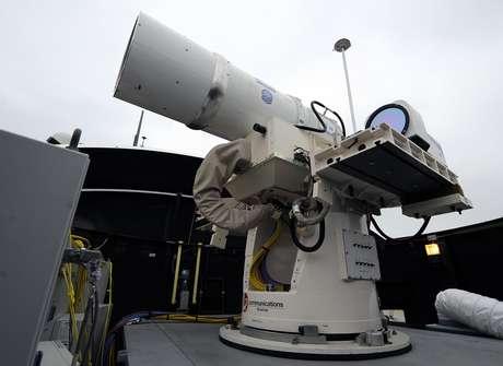 Protótipo de arma eletromagnética, futuramente usada pela Marinha americana; Os planos das Forças Navais são de testar a tecnologia a bordo no final deste ano